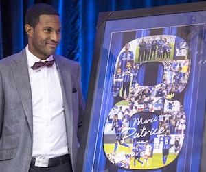 L'ancien capitaine de l'Impact a reçu un tableau commémoratif à l'effigie de son numéro8, lors du Gala de la mi-temps.