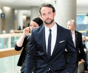 L'agent de la Sûreté du Québec Patrick Ouellet a pu recouvrer sa liberté mardi, même s'il a été condamné à huit mois de prison fermes ainsi qu'à une interdiction de conduire de 12 mois.