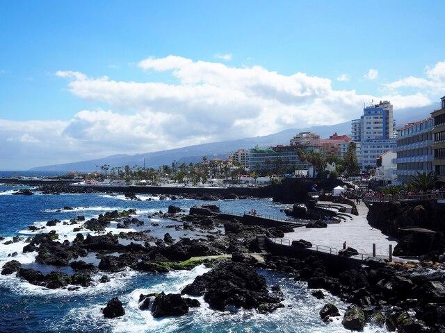 À Puerto de la Cruz, toutes les ruelles mènent à la mer, de quoi prendre l'air dans ce village typique, malgré tout un peu touristique.