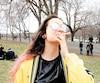 Une consommatrice de cannabis photographiée en avril dernier au monument à sir Georges-Étienne Cartier, à Montréal.