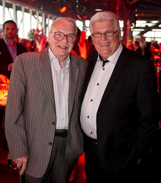 Un ami de longue date du regretté Pierre Péladeau, Guy Fournier, a discuté de sport avec Yvon Pedneault, membre du Panthéon du hockey.