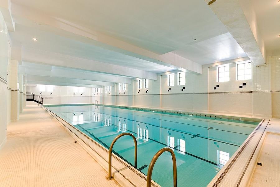 Russell martin s offre un troisi me condo d une valeur de for Vente piscine montreal