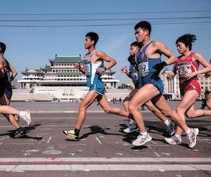 En plus de courir un peu partout dans le monde (comme bientôt en Corée du Nord), Patrick Arseneault s'implique avec l'organisme Laura Lémerveil, qui soutient les enfants handicapés et leur famille.