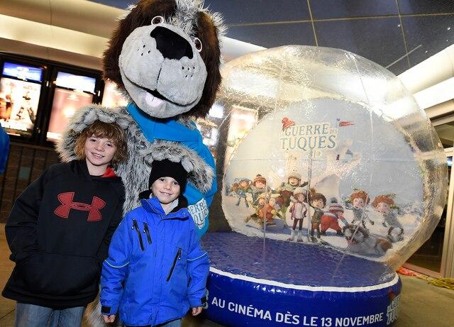 Jeunes et moins jeunes ont eu l'occasion de rencontrer cinq mascottes du film lors de la premier. Plusieurs comédiens ayant prêté leurs voix se sont rendus à cette première toute québécoise.