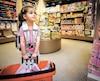 La petiteJuliette Vachon, qui fera sa rentrée à l'école dans une classe de maternelle 4 ans à L'Ancienne-Lorette, cette année, était très fière, cette semaine, de magasiner ses premiers articles scolaires en compagnie de sa mère, Andréanne Dorval.