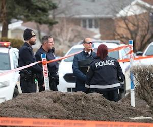 Un périmètre est toujours érigé autour de l'appartement de l'avenue Gaspard où Audrey Gagnon, 23 ans, a été retrouvée.