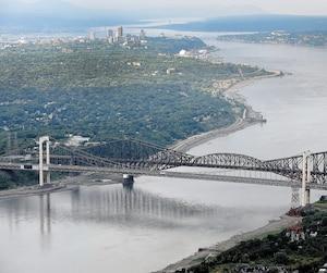 La construction d'un futur troisième lien routier entre Québec et Lévis (pont, tunnel ou pont-tunnel) pourrait débuter dès 2022 selon la CAQ ou en 2026 selon le PLQ. Les travaux pour le réseau de tramway-trambus doivent commencer en 2022.