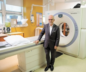 Pierre-Paul Milette, directeur général adjoint de l'hôpital Notre-Dame, souhaite augmenter le volume d'achalandage pour aider à désengorger le réseau. Les délais d'attente pour plusieurs examens, dont l'imagerie médicale, ne sont que d'une ou deux semaines.