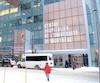 L'une des entrées du nouveau Centre hospitalier de l'Université de Montréal photographié sous la neige, hier.