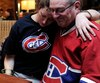 Valérie Blais et son père Mario étaient très déçus en regardant la performance du Canadien, samedi au Boston Pizza de Lebourgneuf.