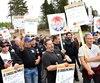 Des travailleurs en grève se sont rassemblés devant le chantier de la nouvelle caserne de pompiers, à Chicoutimi-Nord.