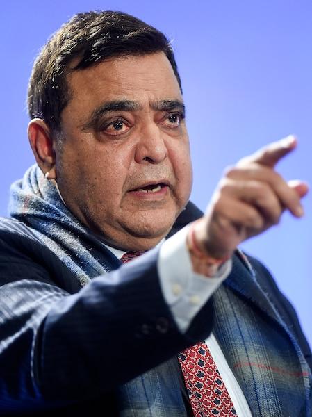 Deepak Obhrai, candidat qui a eu énormément de difficulté à s'exprimer en français.