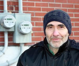 L'ingénieur électrique retraité Pietro Arella est convaincu que le nouveau compteur qu'Hydro-Québec a installé chez lui est responsable de l'augmentation de sa facture d'électricité.