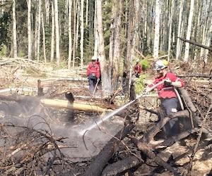 Des pompiers de la SOPFEU avaient été déployés en Alberta l'an dernier pour aider à combattre les importants feux de forêt qui avaient ravagé la ville de Fort McMurray.