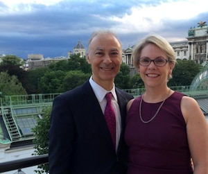 Pamela McGovern, ex-avocate en chef à Hydro-Québec et son conjoint Daniel Benay.