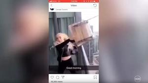 La lanceuse de chaise se rend à la police