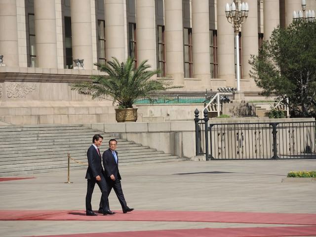 Le premier ministre Justin Trudeau rencontrait, à Pékin mercredi, le premier ministre chinois, Li Kequiang, au Grand palais du peuple, dans le cadre de rencontres bilatérales.