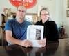Charleen Carrier et son conjoint Marc Baron ont en main le rapport qui fait état de l'importante contamination à la mérule pleureuse à leur chalet.