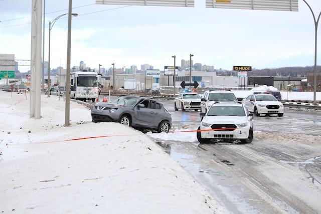 Des policiers de Québec ont abattu un automobiliste armé d'une machette au terme d'une poursuite policière survenue au cours de la nuit de lundi à mardi sur le boulevard Charest, à la hauteur de l'autoroute Henri-IV, à Québec, Québec, Canada. Le mardi 27 décembre 2016 Sur cette photo: Arrivée du Bureau des enquêtes indépendantes MARC VALLIÈRE/AGENCE QMI