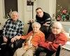 Marie-Rose Hamel en compagnie de trois de ses enfants : Robert, Pierre et Yvette Chabot.