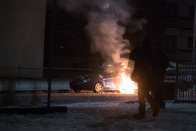 Plusieurs voitures ont été la proie des flammes. Plusieurs ont été calcinées.