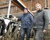 Louis Forget (à gauche) et son frère Christian ont repris en 2011 la ferme familiale située dans le quartier Saint-François, dans l'est de Laval. Ils travaillent presque tous les jours de l'année de 6 à 19h auprès de leurs 120vaches.