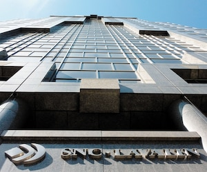 Le quartier général de SNC-Lavalin à Montréal. Le ministre des Finances Pierre Fitzgibbon a admis mercredi, lors d'une mêlée de presse, à Québec, que le gouvernement caquiste est préoccupé par le risque d'une prise de contrôle étrangère .