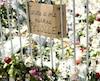 Un mémorial pour les victimes de l'attaque au couteau a été mis en place avec une affiche mentionnant «Il n'y a pas de place pour la peur à Turku».