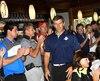 Le directeur du Canadien de Montréal et ancien capitaine des Saguenéens, Marc Bergevin, a été accueilli chaleureusement par ses fans au Club de golf de Chicoutimi. Bergevin était coprésident d'honneur pour le tournoi de golf des Saguenéens au profit du fonds d'étude des joueurs.