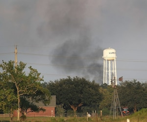 Nuage de fumée noire au-dessus de l'usine Arkema au Texas.