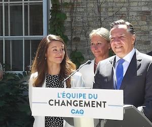 François Legault est revenu sur le week-end du G7 lors d'un point de presse au cours duquel il a confirmé que Joëlle Boutin (à gauche sur la photo) sera la candidate de la CAQ dans Jean-Talon.