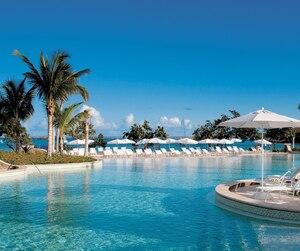 Paul Lavoie et sa conjointe Sylvie Roy rêvaient de partir au Panama, mais se sont plutôt retrouvés avec 3730 $ sur leur carte de crédit pour des vacances à temps partagé dont ils ne voulaient pas.