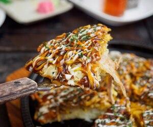 Okonomiyaki aux crevettes et vinaigrette miso