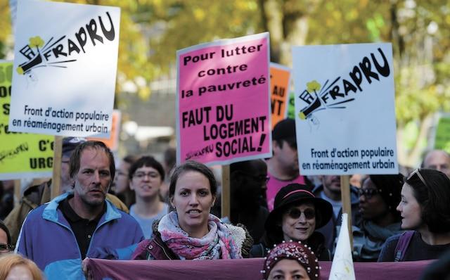 Le Front d'action populaire en réaménagement urbain, pour sa part, achevait une marche Ottawa-Québec afin de faire valoir le droit au logement et demander au prochain gouvernement la création de 50000logements sociaux.