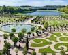 26. Le jardin de ma grand-mère est plus beau que celui de Versailles.
