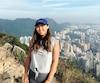 L'étudiante en urbanisme Coco Wang se dit triste de quitter Hong Kong (en arrière-plan, le 31 octobre) avant la fin de sa session d'échange, mais avoue que la situation a dégénéré.