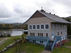 Le chalet de 12 chambres situé à Saint-Côme et dont Mario Laprise et son ami Bruno Beaulieu sont copropriétaires.
