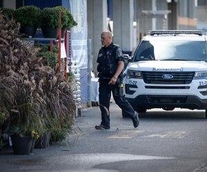La police de Longueuil a scruté le stationnement du RONA, une partie de la journée, après avoir arrêté le suspect, vers 10h.