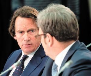 Pierre Karl Péladeau, chef de la direction de Québecor, et Marc Tremblay, chef de l'exploitation et des affaires juridiques, ont défendu devant le CRTC mercredi la décision de couper le signal de TVA Sports aux abonnés de Bell.