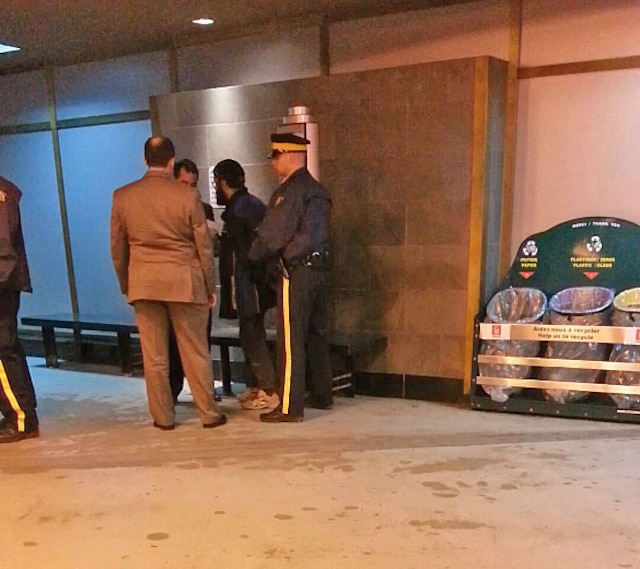 Arrestation par la GRC de Chiheb Esseghaier présumé complice pour avoir planifié un attentat terroriste contre un train de VIA Rail. L'arrestation a eu lieu le lundi 22 avril 2013 au McDonald de la gare Centrale à Montréal.