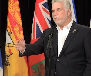 Philippe Couillard a réagi positivement aux derniers développements annoncés par Air Canada, à l'effet que le transporteur est maintenant prêt à établir en sol manitobain un centre d'excellence similaire à celui espéré au Québec.