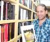 Le libraire Frédéric Fortin a reçu des messages d'une centaine de détenus de la prison de Sainte-Anne-des-Plaines.
