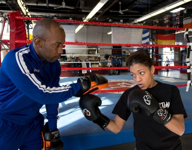 Ali Nestor : Le champion de boxe et fondateur de l'organisme Ali et les Princes de La Rue, Ali Nestor, a ouvert en 2010 son École de la Relève, qui propose aux jeunes à risque un programme intégré d'études et de sport.