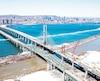 Cette photo du 29mars dernier montre un pont Samuel-De Champlain presque terminé. Les travailleurs doivent maintenant poser la membrane d'étanchéité et l'asphalte.