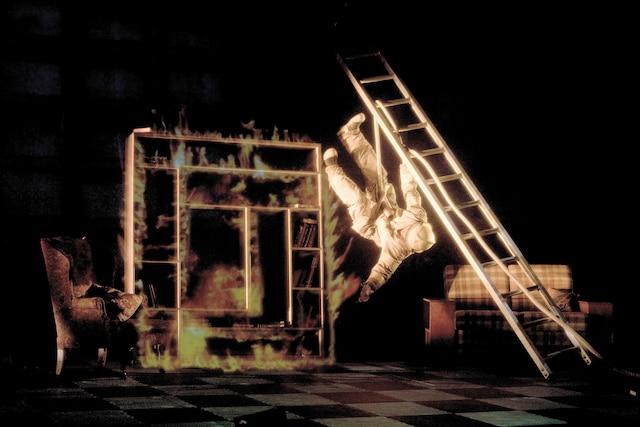 Création commune des 7Doigts  avec Lemieux Pilon4D Art, Temporel  se veut un spectacle onirique qui  mêle les arts circassiens, la danse et  le multimédia.