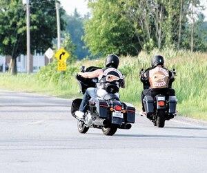 Les premiers Hells Angels, dont ces deux membres de la section de Québec réactivée l'an dernier, sont arrivés à Saint-Hyacinthe et Saint-Charles-sur-Richelieu jeudi pour participer à la fête. Jusqu'à 700 motards sont attendus dès vendredi.