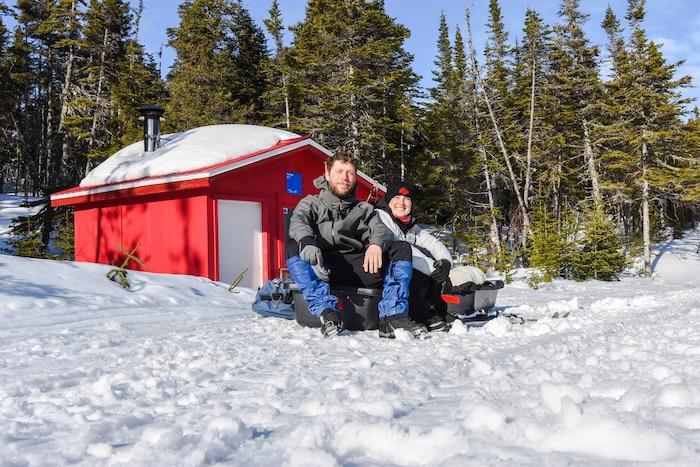 Sur la Basse-Côte-Nord, j'ai fait la rencontre de Nicolas Lachapelle et Éloïse Demers-Picard, deux jeunes passionnés de 25 ans venant tout juste de terminer un périple de 452 km de ski de fond entre Kegasha et Blanc-Sablon, là où la route n'existe plus.