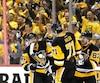 Sidney Crosby (à droite) et ses coéquipiers s'attendent à ce que les Sénateurs offrent leur meilleure performance, mardi soir.