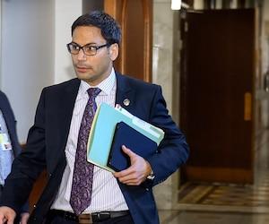 L'ex-député libéral Gerry Sklavounos avait des comportements connus de «crouseur» «insistant» et «déplacé» dans les couloirs de l'Assemblée nationale.