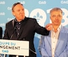 Stéphane Le Bouyonnec (à droite) demeurera candidat de la CAQ, selon ce que son chef a confirmé.